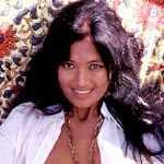 В 16 лет она вышла Французская писательница тайского происхождения, наи