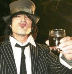 [Picture of Tommy Lee]