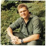 [Picture of Ray Mears]